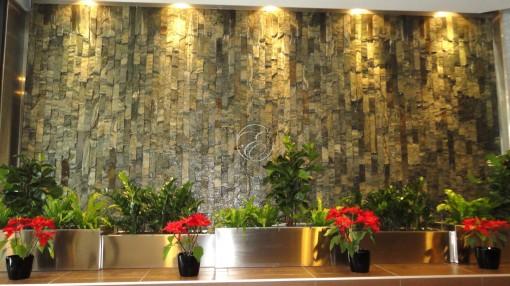 Mur d'eau en pierre hall d'entrée 2