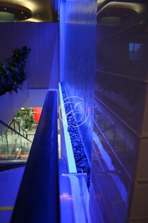 Mur d'eau en angle galerie commerciale 4