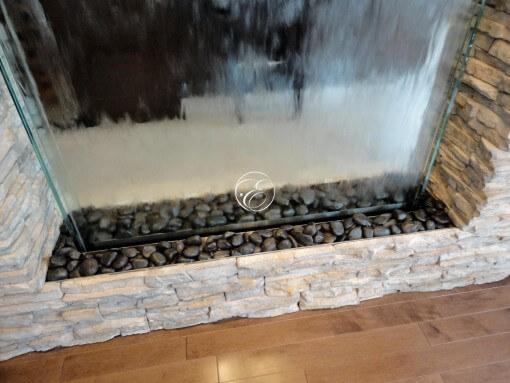 Mur-d-eau-verre-habillage pierre-particulier-4