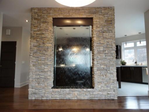 Mur-d-eau-verre-habillage pierre-particulier-6