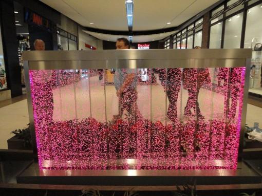 Mur de bulles dans une galerie commerciale 2