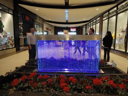 Mur de bulles dans une galerie commerciale 5