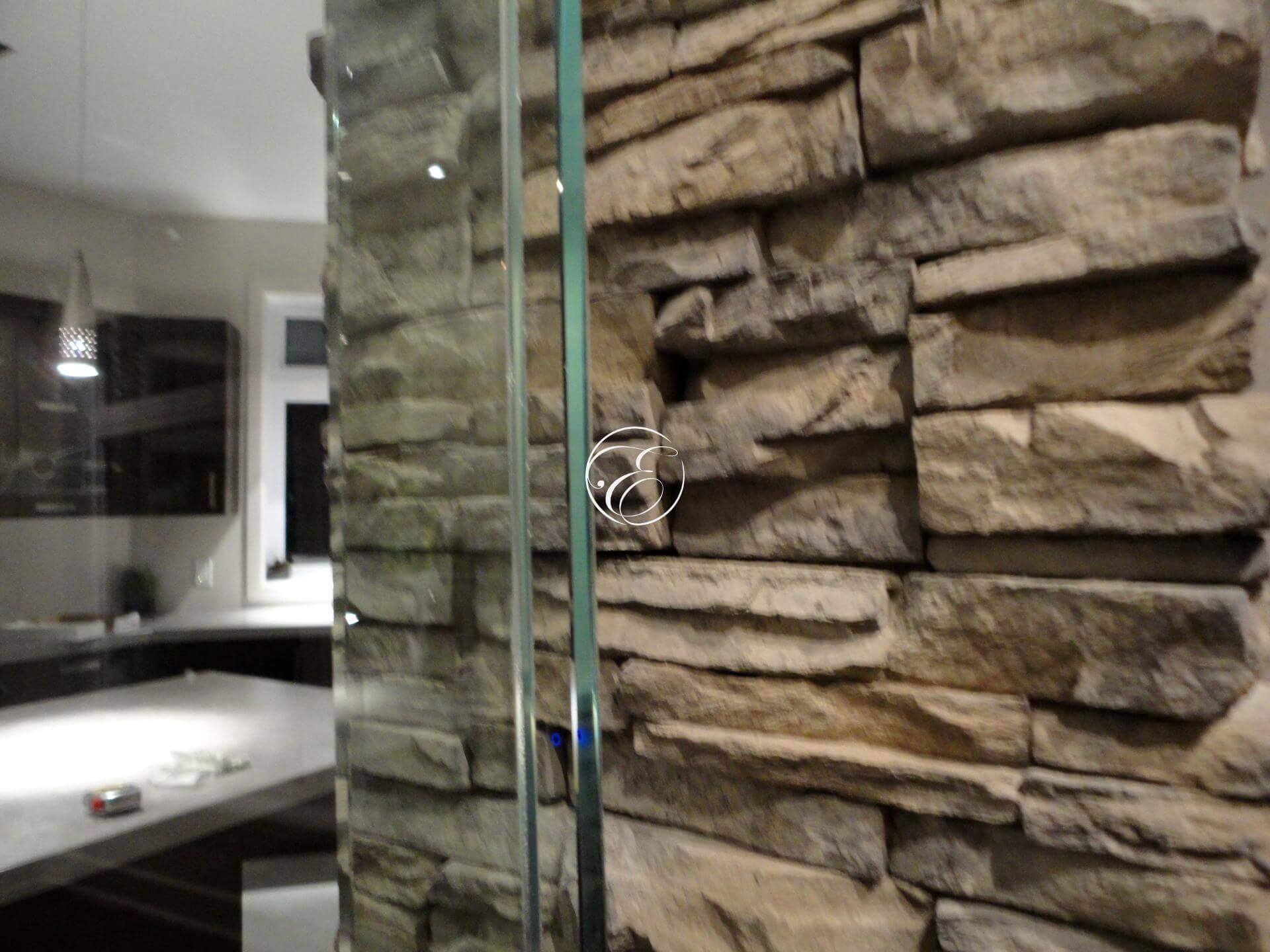 Mur d\'eau encastré habillage en pierre